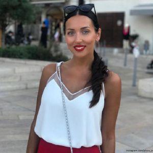 Подробнее: Певица Алсу отдыхает с подругой на Капри