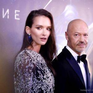 Подробнее:  На премьере «Притяжения» Бондарчука Паулина Андреева появилась в платье – мини свободного кроя