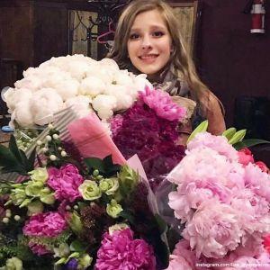 Подробнее: Лизе Арзамасовой устроил сюрприз на день рождения Илья Авербух, а она захотела верблюда на дачу