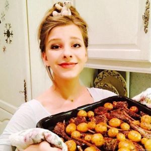 Подробнее: Елизавета Арзамасова взялась за фигуру после вкусного Рождества