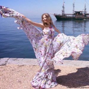Подробнее: Елизавета Арзамасова отдохнула в Греции в компании друга