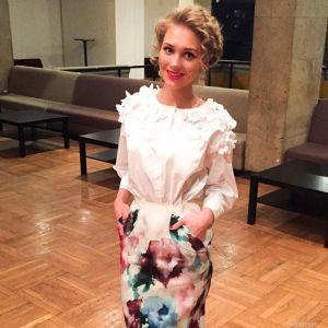 Подробнее: Кристина Асмус  учит упражнения на брусьях