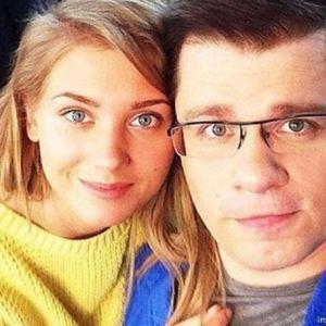 Подробнее: Гарик Харламов с замиранием сердца смотрит на Кристину Асмус