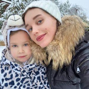 Подробнее: Кристина Асмус повеселилась с дочерью на улице