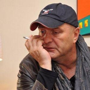 Подробнее: Будучи  навеселе,  Александр Балуев разнес  витрину в холле отеля в Благовещенске