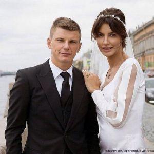 Подробнее: Андрей Аршавин посетил «Новую волну» с женой и падчерицей
