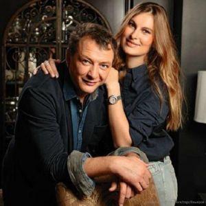 Подробнее: Несмотря на развод, Марат Башаров продолжает семейную жизнь с женой и сыном