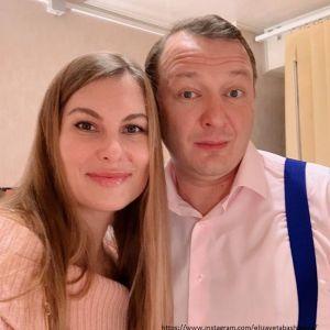 Подробнее: Бывшая супруга Марата Башарова уволилась из банка и улетела с сыном из России