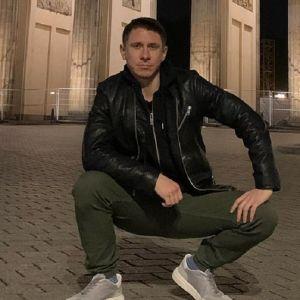 Подробнее: Тимур Батрутдинов поцеловался с красоткой