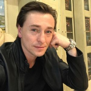 Подробнее: Сергей Безруков приучает детей к труду
