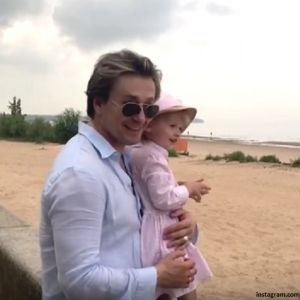 Подробнее: Сергей Безруков показал свою дочь Машу в новом клипе
