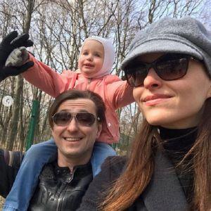 Подробнее: Сергей Безруков играет на пианино вместе с 5-месячным сыном