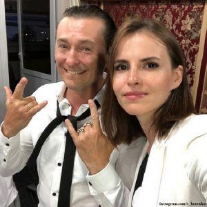 Подробнее: Сергей Безруков показал беременную жену