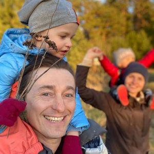 Подробнее: «Как с открытки»: Сергей Безруков опубликовал красочный кадр с 3-летней дочкой