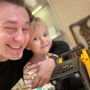 Подробнее: Сергей Безруков привел сына в свой театр (видео)