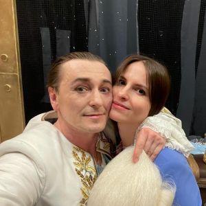 Подробнее: Сергей Безруков поделился фото с выписки жены из роддома