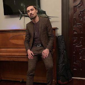 Подробнее: Дима Билан со сломанной ногой отыграл многочасовой концерт