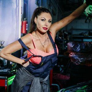 Подробнее: Наталья Бочкарева предстала в роли сексуального автомеханика (видео)