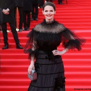 Подробнее: Елизавета Боярская появилась в «королевском платье» на открытии Московского кинофестиваля