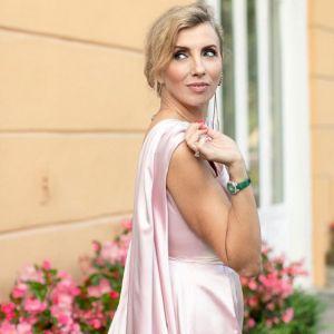 Подробнее: Светлана Бондарчук засветила помолвочное кольцо с огромным бриллиантом