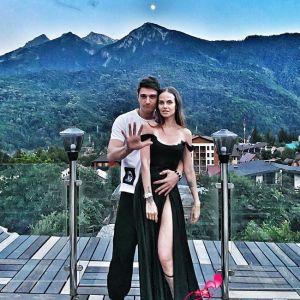 Подробнее: Станислав Бондаренко поделился эротическим фото с женой