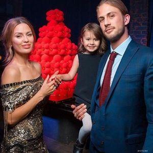 Подробнее: Виктория Боня таскает трехлетнюю дочку по ночным клубам