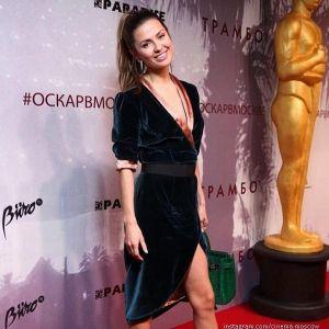 Подробнее: Виктория Боня пришла в домашнем халате в кино