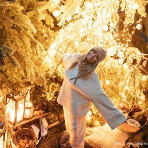 Подробнее: Вера Брежнева нарядила елку в лесу