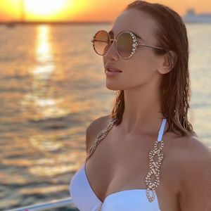 Подробнее: Ольга Бузова на яхте снялась в купальнике