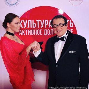 Подробнее: Дмитрий Дибров относится к жене, как к дочери