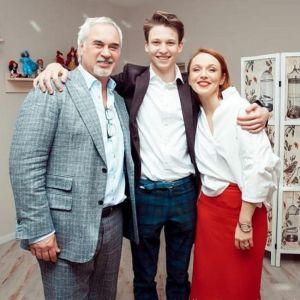 Подробнее: Старший сын Альбины Джанабаевой вырос ее копией