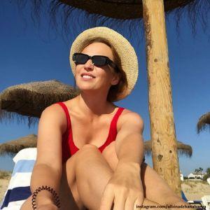 Подробнее: Альбина Джанабаева показала красивое тело и пожаловалась, что не может загореть
