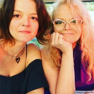 Подробнее: Дочь Ларисы Долиной опубликовала снимок похудевшей и похорошевшей мамы