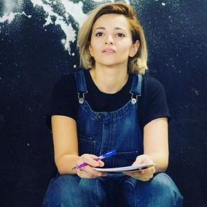 Подробнее: Теона Дольникова открыла актерскую школу