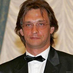 Подробнее: Александр Домогаров воюет с семьей бывшей возлюбленной