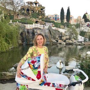 Подробнее: Алла Довлатова  позирует в купальнике спустя 20 дней после родов