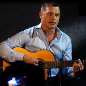 Подробнее: Евгений Дятлов исполнил песни Булата Окуджавы по-своему