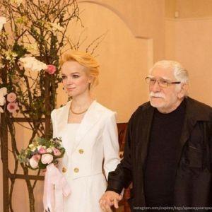 Подробнее: Армен Джигарханян расторг брак с Виталиной Цымбалюк-Романовской