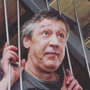 Подробнее: Михаил Ефремов содержит бывшую жену, которая злоупотребляет алкоголем