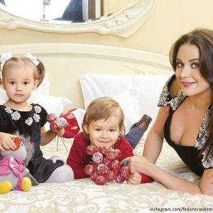 Подробнее: Оксана Федорова вместе с семьей ходит босиком по снегу