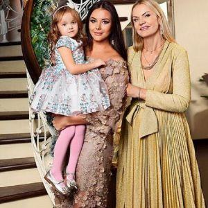 Подробнее: Оксана Федорова отправила дочь в детский балетный лагерь