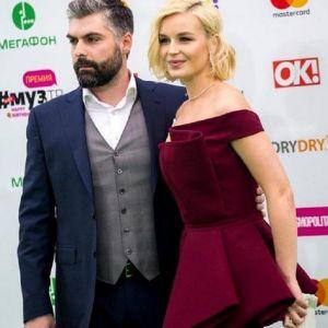Подробнее: Полина Гагарина угрожает мужу разводом