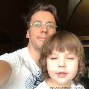 Подробнее: Максим Галкин учит детей молитвам (видео)