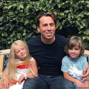 Подробнее: Максим Галкин записал на видео, как его дети танцуют и поют