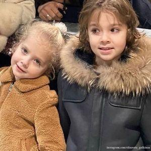 Подробнее: Дети Пугачевой и Галкина спели забавную песню про «животинку»