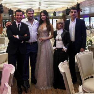 Подробнее: Вера Глаголева  зажгла на второй день свадьбы своей дочери и Александра Овечкина