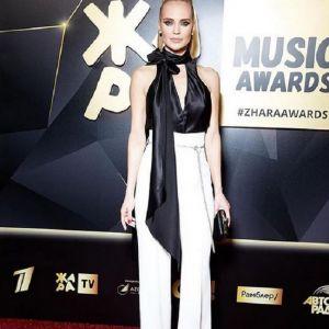 Подробнее:  Певицу Глюкозу раскритиковали за фото в сексуальном боди