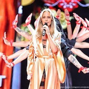 Подробнее: Певица Глюкоза выступила на сцене в нижнем белье