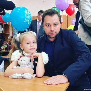 Подробнее: Дочка Виталия Гогунского снялась в своем первом видеоклипе