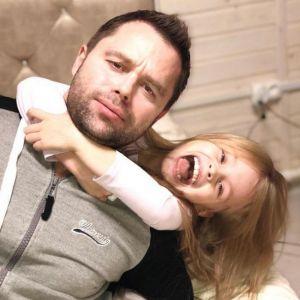 Подробнее: Дочка Виталия Гогунского сняла новый видеоклип